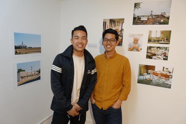 龔欣平(左)與韓曉碩拍攝密西西比三角洲華人。(記者金春香╱攝影)