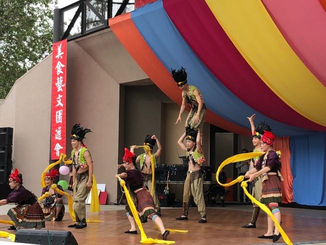 台灣體育運動大學的舞蹈團隊表演「點亮台灣」,全場掌聲雷動。(主辦方提供)