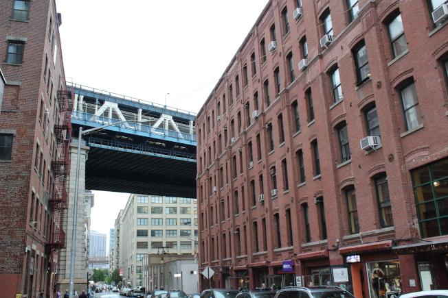 曼哈頓大橋下布碌崙濱河地帶的登波,房價比曼哈頓很多地方都還要貴。(記者劉大琪/攝影)