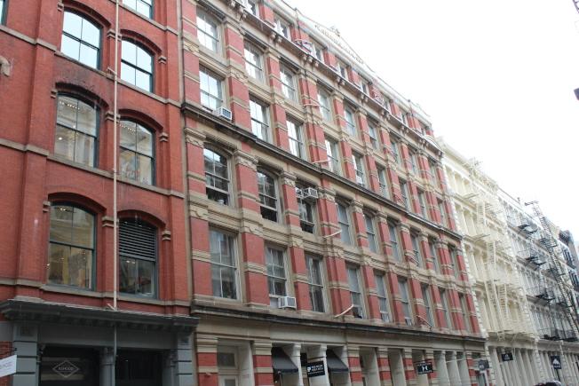 「1世代」前團員贊恩馬利克位於蘇荷區Greene街63號的頂樓公寓。(記者劉大琪/攝影)
