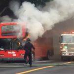 舊金山華埠附近 雙層觀光巴士起火
