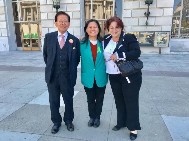 李愛晨(中)和阿里奧圖(右)在本次選舉中給予了對方相互支持。左為謝漢屏。(記者黃少華╱攝影)