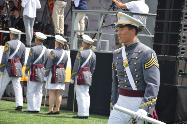 220屆西點軍校26日迎來972名畢業生,其中不乏華裔身影。(記者牟蘭/攝影)