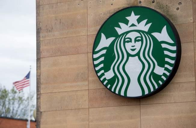 星巴克公司關閉全美8000家分店,舉行消除種族歧視的培訓。圖為該店標誌。(Getty Images)