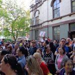 憂大學點酒店變遊民收容所 華人怒吼抗議