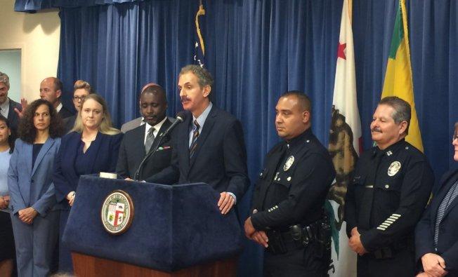 富爾和洛市警察局聯合宣布掃蕩非法大麻業者。(圖片取自檢察長辦公室)