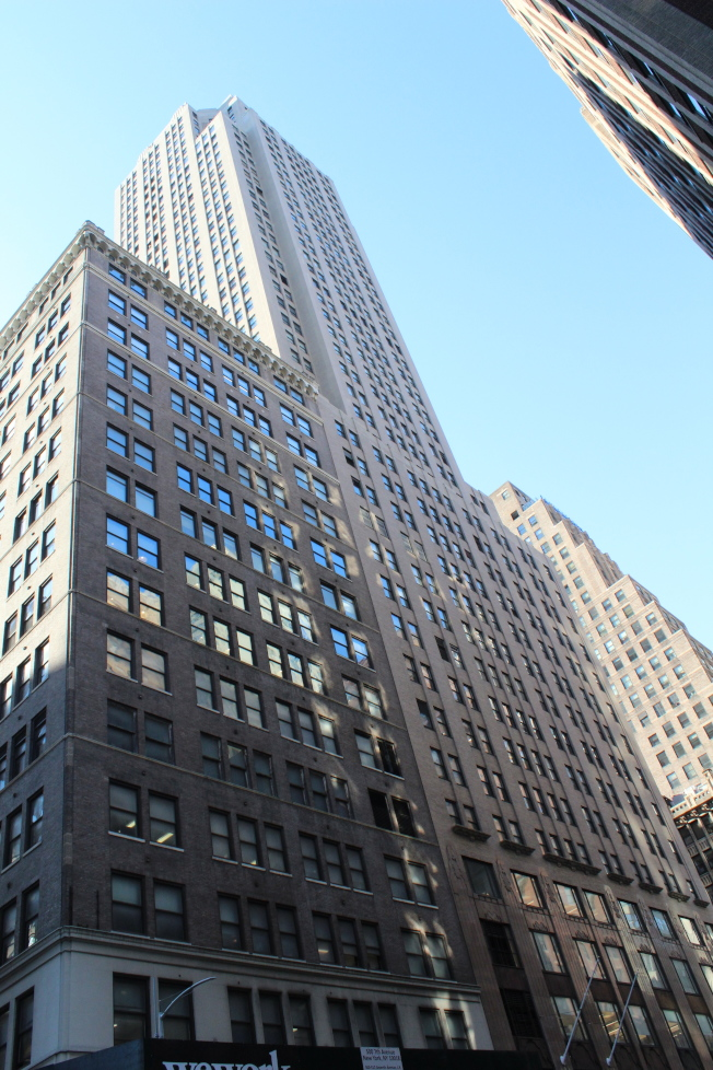 製衣業集中的車衣區是紐約市成為時尚之都的推手,如今仍有製衣業在此設點。(記者劉大琪/攝影)