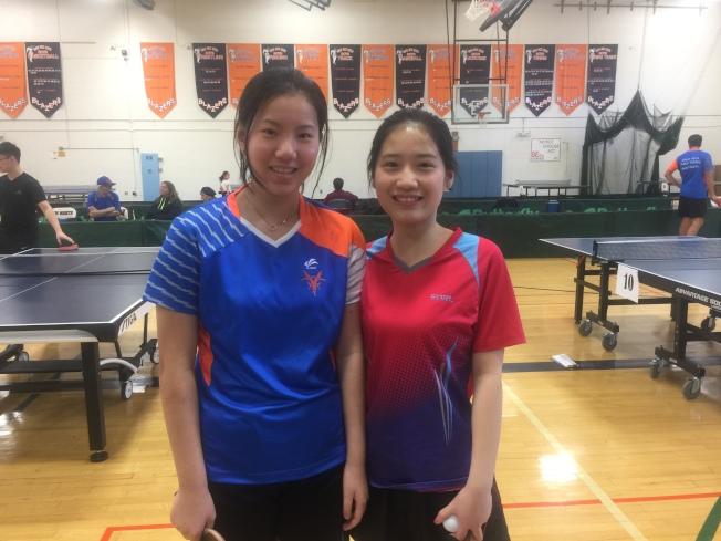 梁欣童(左)與張怡姮(右)兩人都是來自中國的新移民,懷抱著不同的理想與抱負,希望將桌球在美國傳承下去。(記者林群/攝影)
