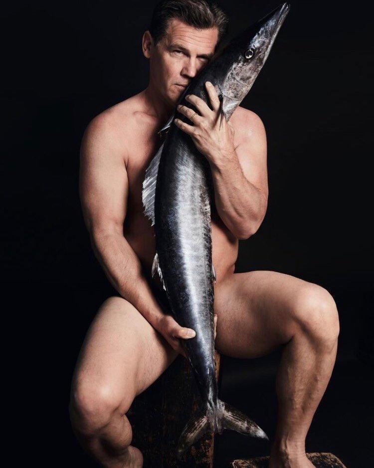 喬許布洛林全裸為了魚類生態。圖/摘自 FISHLOVE, ALAN GELATI攝影