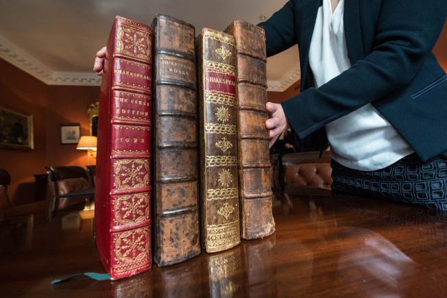 首部莎翁戲劇集一套四冊。(Getty Images)