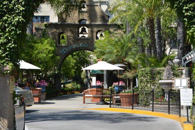 河濱市中心歷史地標Mission Inn酒店,有多位美國總統與好萊塢明星在此下榻。(記者啟鉻/攝影)