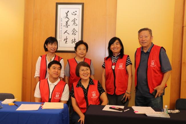 光鹽社也組織義工團到場為民眾服務。