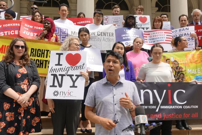 萬齊家呼籲移民無論有無犯罪紀錄都應享有法律服務。(記者金春香/攝影)