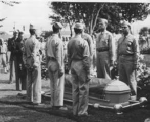 1945年10月3日,秦建林烈士在美國布利斯堡國家軍人陵園入殮。(劉正良提供)