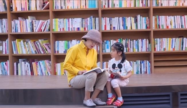 星野圖書館是全家大小出遊的好選擇。(截圖自youtube)