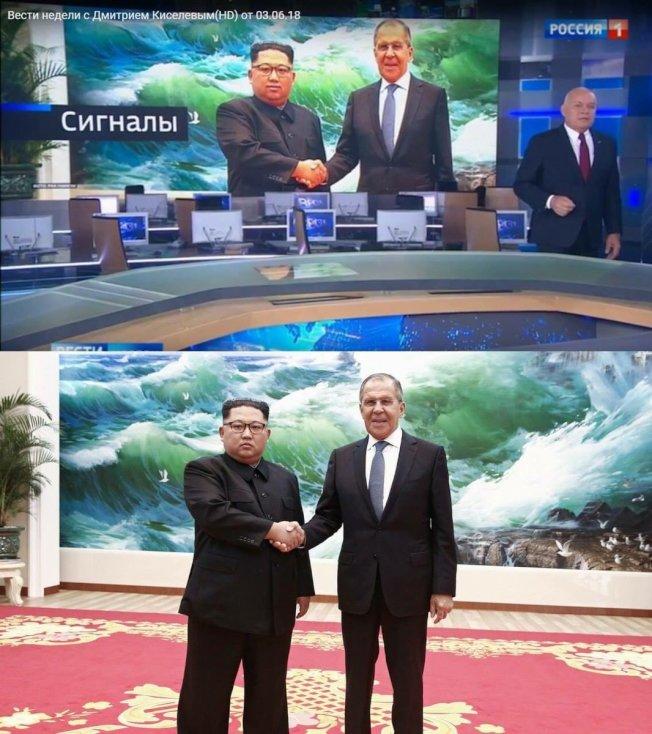 金正恩接見俄國外長拉夫洛夫,一臉嚴肅(圖下左),被俄國電視台修成微笑臉(圖上左)。(取自推特)