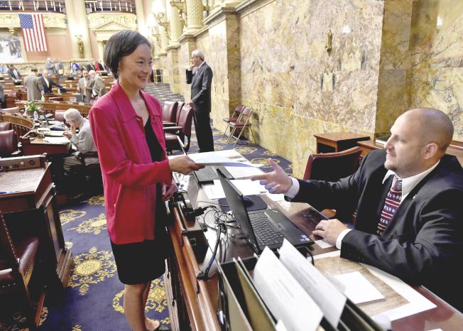 戴怡平宣誓首日便就遲遲未能過關的州預算案提出「No Budget, No Pay」法案。(戴怡平提供)