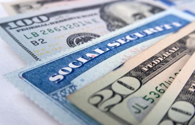 等到70歲後才申請社安金,與你從70歲生日就開始領的金額相同。(Getty Images)