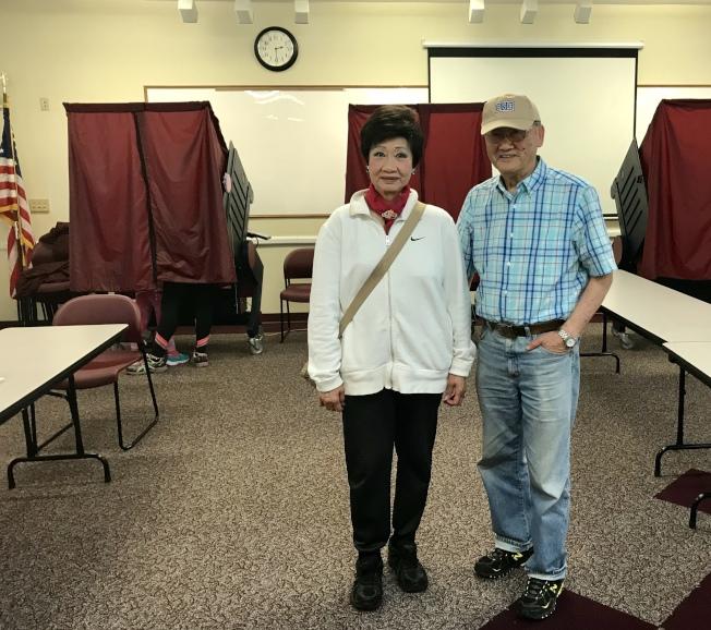 林潔輝(左)、嚴欣鎧(右)連任摩利斯郡委員會委員。(林潔輝提供)