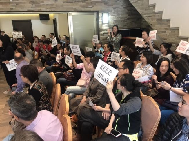 華裔社區不滿亞當斯支持特殊高中改革。(記者牟蘭/攝影)