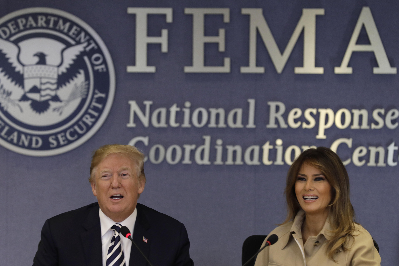第一夫人梅蘭妮亞重新走入公眾視線,陪川普總統一起到聯邦急難事務管理署。(歐新社)