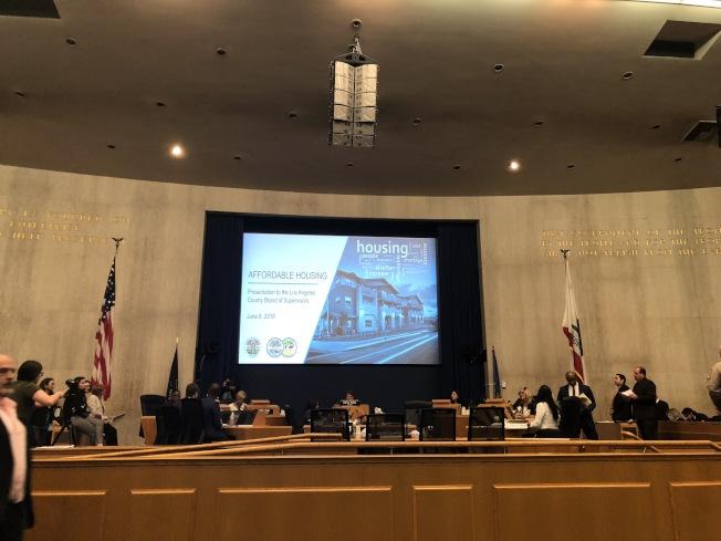 洛杉磯縣政委員會6日召開例會,討論可負擔住屋建造計畫。(記者王若然 / 攝影)