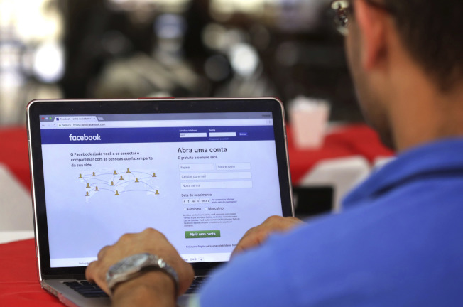 臉書再爆隱私外洩,拉低那指。(美聯社)