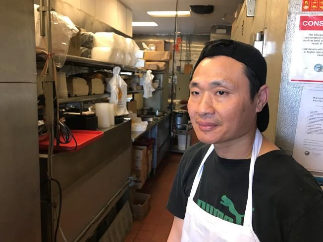 意外遭網路圍剿的China City東主陳先生說,影片被公布在網路上,對餐館生意帶來很大影響。(特派員黃惠玲╱攝影)