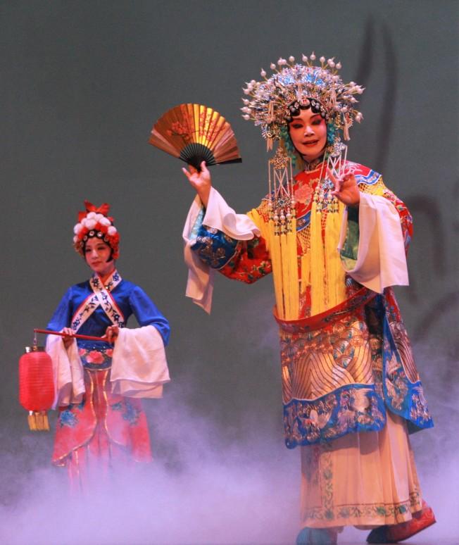 陸曦表演京劇《霸王別姬》。