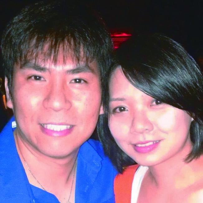 在車禍中身亡的工程師黃偉與妻子 Sevonne Huang。(鄺普禮提供)