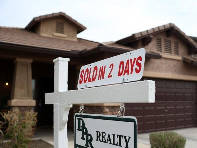 當前房地產交易是賣方市場,求房心切的買方,不得不犧牲更多或想出更多花招,以求在競標過程中脫穎而出。(Getty Images)
