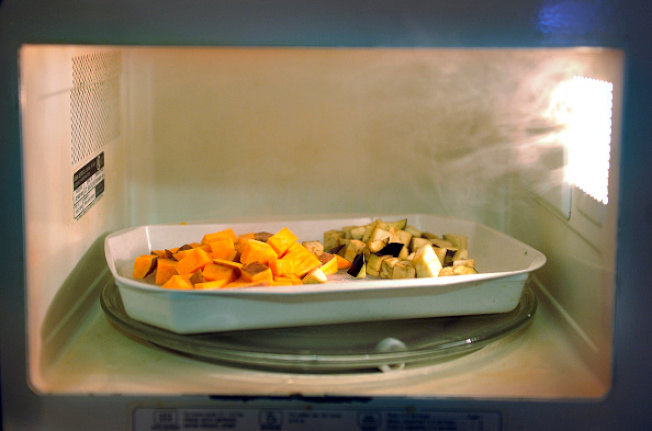 适当加热,可杀死隔夜菜中的细菌。(Getty Images)