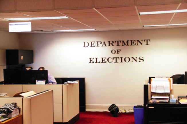 選務處在周末都將加班加點,盡快開出選票。(記者李晗╱攝影)