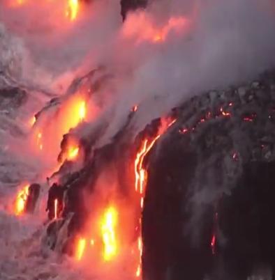 夏威夷火山噴湧出大量熔岩,岩漿所到之處,草木瞬間化作焦土。(火山圖片由夏威夷當地居民拍攝提供,版權歸其所有)