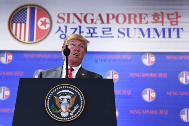 美國總統川普美東時間12日04:00舉行記者會。圖/法新社