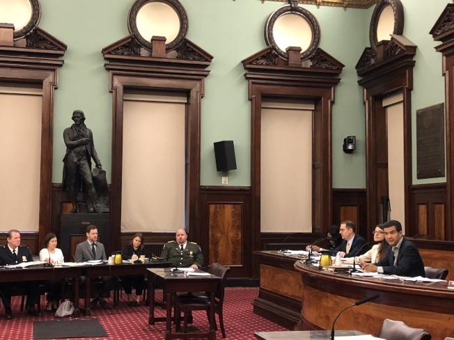 市議會就14項管制特權停車證的提案進行公聽。(記者金春香/攝影)
