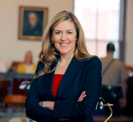 備受關注的國會第十選區,民主黨參選人Jennifer Wexton擊敗五名對手,將挑戰現任共和黨籍眾議員Barbara Comstock。(競選網站)