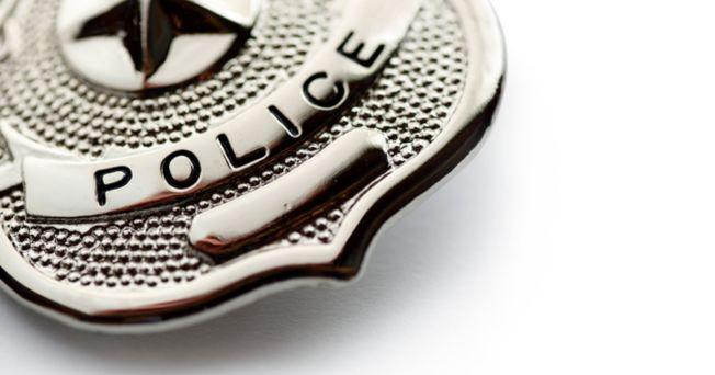 一名加州婦人遇到自稱「便衣警察」的持槍男子攔截。手無寸鐵的這名母親,竟以手上的塔可脆餅機智化解危機。(Getty Images)