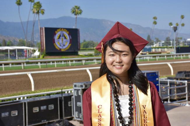 亞凱迪亞高中畢業生第一名Stella Cho,從初中到高中六年全部課程都是A。(亞凱迪亞學區提供)