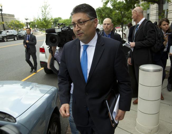 代表聯邦政府的司法部助理部長Makan Delrahim主管反壟斷法務,12日在聯邦法院遭到敗訴,離開法院。(美聯社)