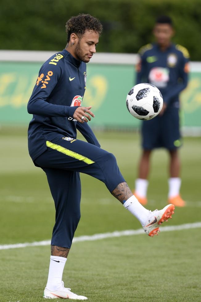 內馬爾和巴西隊為備戰世界杯練習。(歐新社)