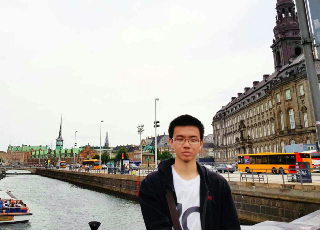 趙子贍去年暑假在德國當交換學生時,去丹麥遊玩。(趙耀提供)