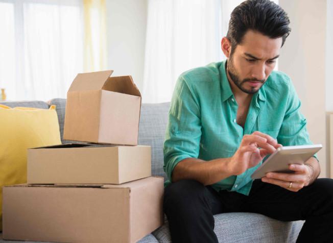 新調查發現,51%網購者是男性,而且他們更喜歡在網上購買昂貴商品。(Getty Images)