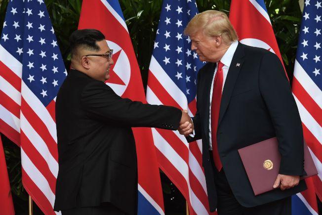 兩人簽署聯合聲明後,互相握手道別。(Getty Images)