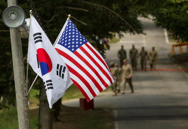 行之有年的美韓聯合軍演被川普總統叫停,引起宣然大波 。(路透)