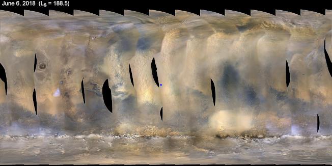 遮天蔽日的強烈沙塵暴橫掃火星各地,促使NASA的「機會號」太陽能動力無人探測車進入休眠模式。圖為火星地圖顯示沙塵暴逐漸出現。(美聯社)