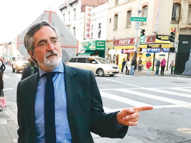 提案禁大麻店進駐華埠的市議員佩斯金,堅決反對市規畫局修改法案為僅有效兩年。(本報檔案照片,記者李秀蘭攝影)
