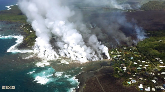 夏威夷基拉韋厄火山持續噴發,熔岩已將大島最大淡水湖吞沒。(美聯社)
