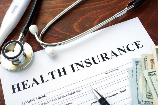 政府主持的健保市場保費急遽上漲,擁有雇主提供的保險的員工也面對保費和自付額節節提高。(Getty Images)