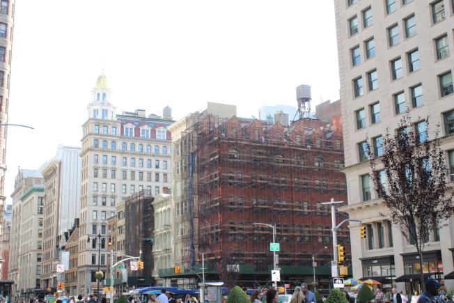 北麥迪遜廣場公園有不少 興建中的公寓樓。(記者劉大琪/攝影)